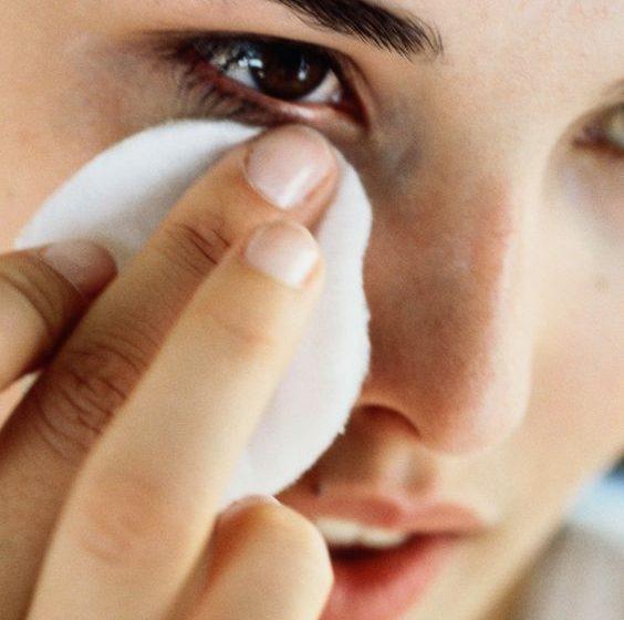 معرفی پاک کننده آرایش چشم دوفازی باکیفیت مقرون به صرفه