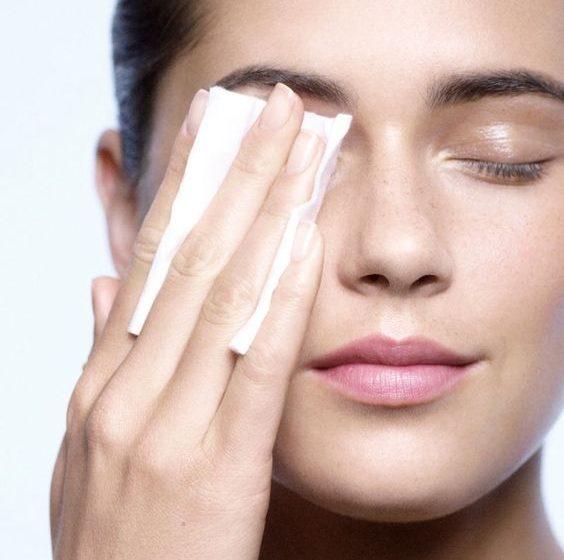 پاک کننده دو فازی برای پاک کردن آرایش چشم بهترند یا تک فازیها؟