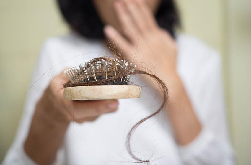 ریزش مو؛ دلایل و درمان