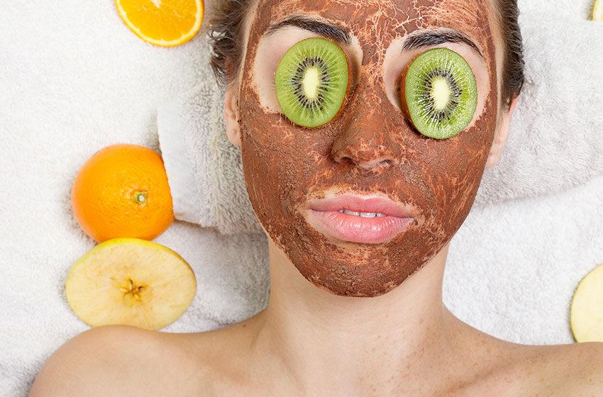 کدام نوع ماسک، پوست صورت را شفاف میکند؟