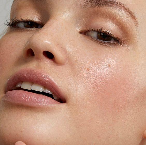چه محصولاتی سلامت پوست چرب را تضمین میکند؟