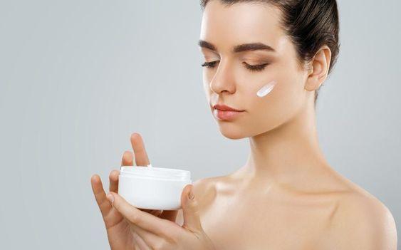 مرطوب کننده برای پوست چرب-خانومی